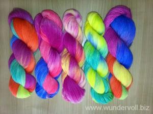 Handgefaerbte-Sockenwolle-bunt